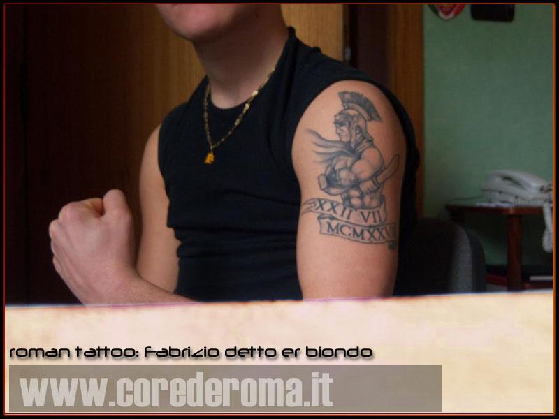 roman tattoo: Fabrizio detto er biondo mostra er braccio !