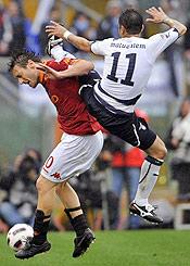 Roma-Lazio: l'unico modo che ha quella zappa di Matuzalem per fermare Totti