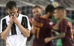 La Roma batte la Juve in rimonta e non le fa festeggiare lo scudetto all'Olimpico