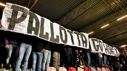 Champions, Plzen-Roma: striscione per Pallotta...