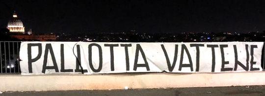 Roma-Genoa: uno dei 100 striscioni affissi la notte prima