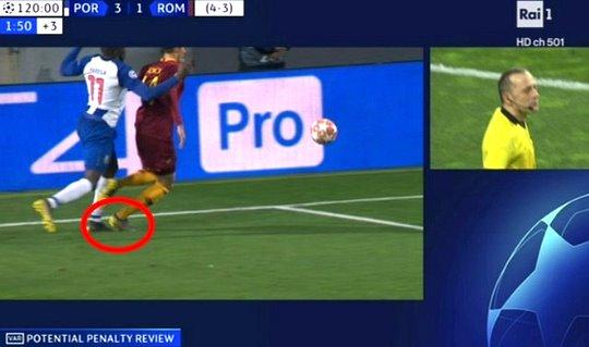 Champions, Porto-Roma: il rigore non dato su Schick